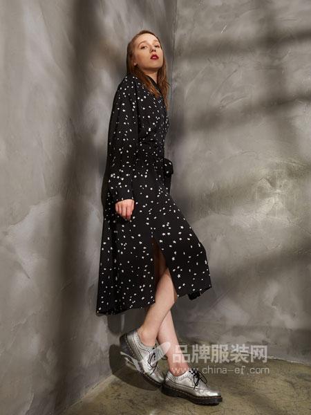 埃迪拉女装2018秋冬不规则波点连衣裙 黑/白