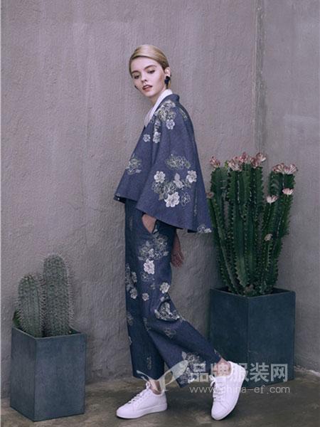 盖娅传说女装2018春夏藏青印花宽松套装