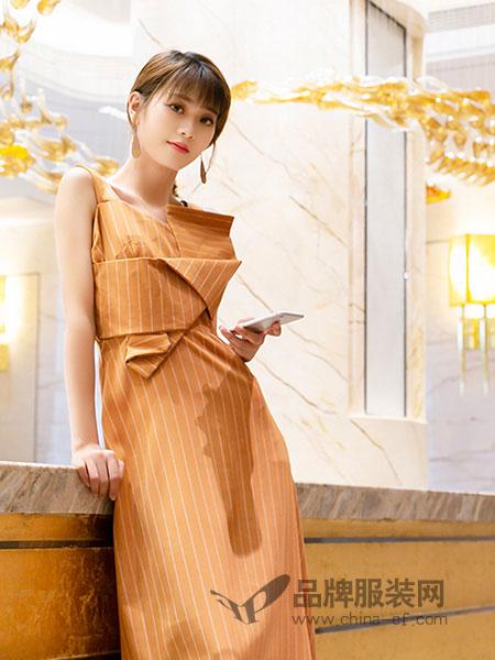 芬拉女装2018春夏黄色吊带连衣裙