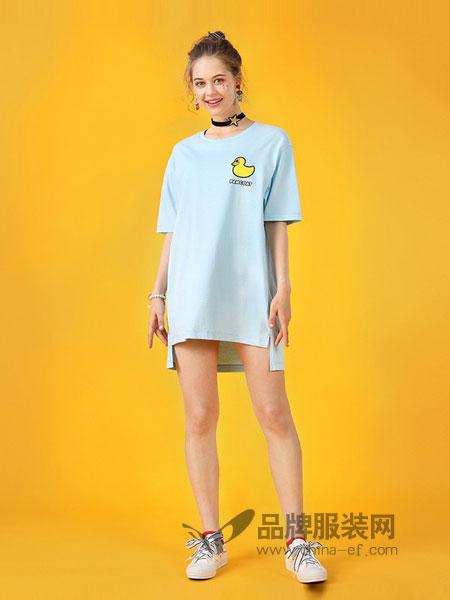 盼酷休闲2018春夏时尚潮牌浅蓝大黄鸭印花连衣裙长款短袖T恤