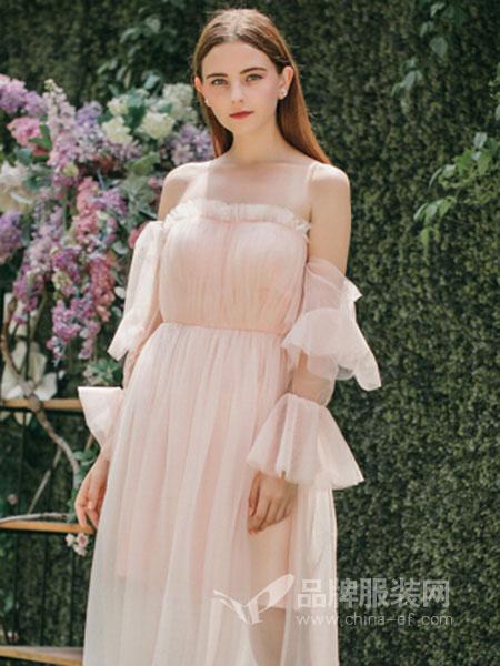 Ruby Fang女装2018春夏粉红色一字领露肩连衣裙
