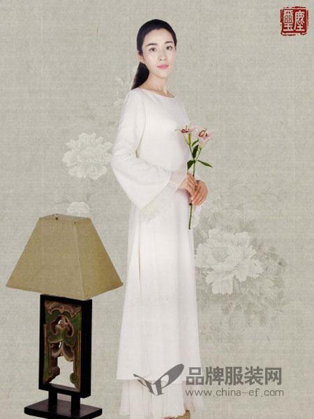 尚尘玺女装2018秋冬白色缎面V领裹式系带长袖中长不规则裙