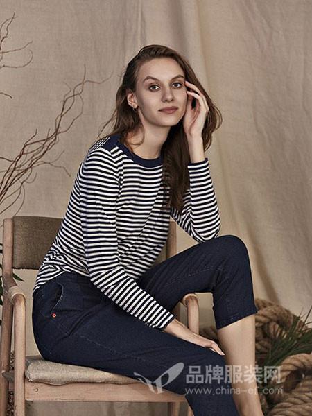 艾米尔女装2018夏季条纹圆领长袖T恤