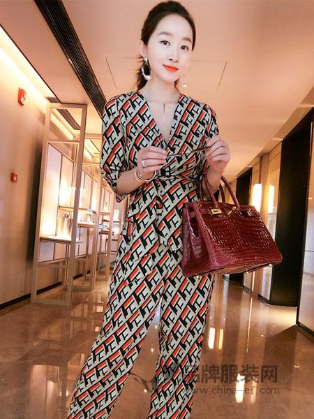 德●格乐丽雅女装2018春夏拼色几何图案套装半袖长裤气质