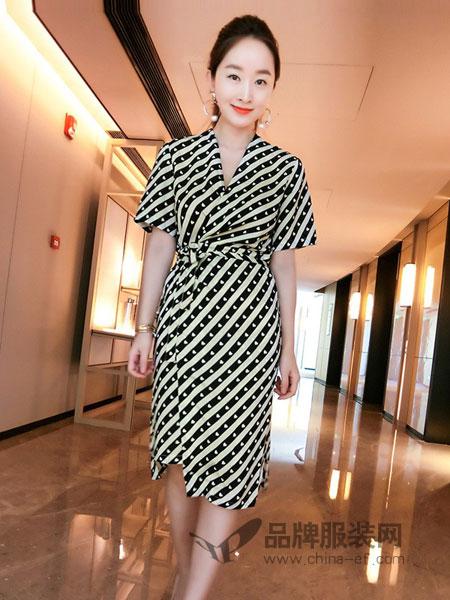 德●格乐丽雅女装2018春夏新款v领收腰系带不规则短袖条纹中长款连衣裙