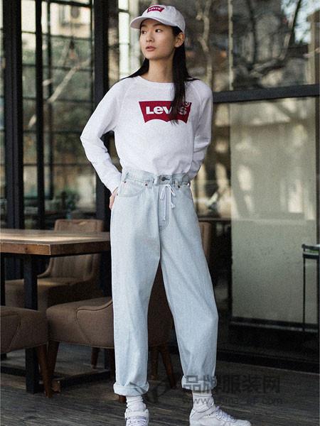 李维斯女装2018夏季白色圆领经典LOGO印花长袖卫衣
