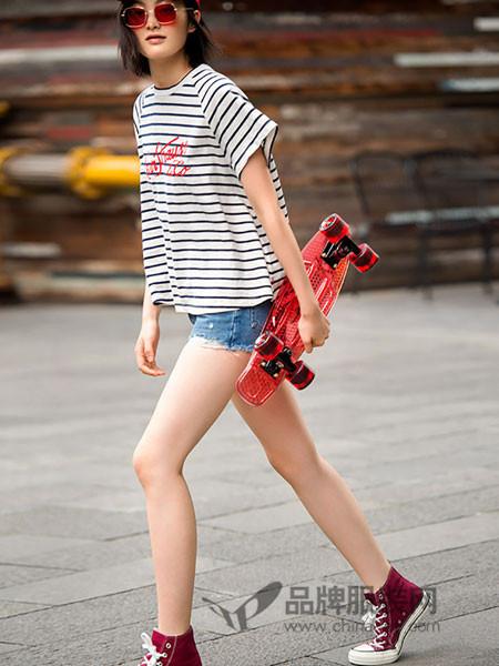 李维斯女装2018夏季圆领条纹印花短袖T恤