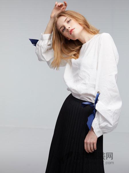 玛革诺施女装2018夏季灯笼袖上衣
