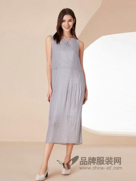 卡迪黛尔女装2018春夏新款时尚灰色肌理感条纹连衣裙女休闲直筒裙