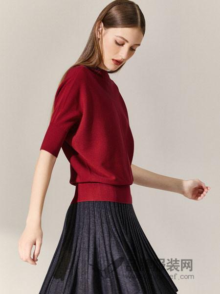 朗姿女装2018秋季针织毛衣港味五分蝙蝠袖圆领红色薄冰丝针织衫