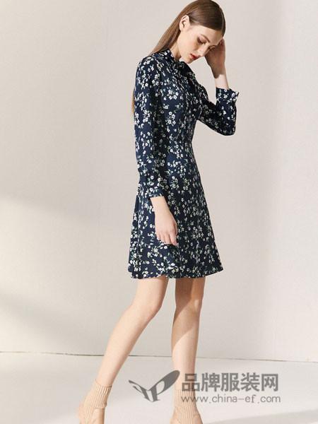 朗姿女装2018秋季韩版裙子小个子修身收腰印花清新小碎花连衣裙