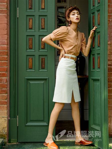 爱蕊崎女装服装应该能使人快乐、轻松、充满自信