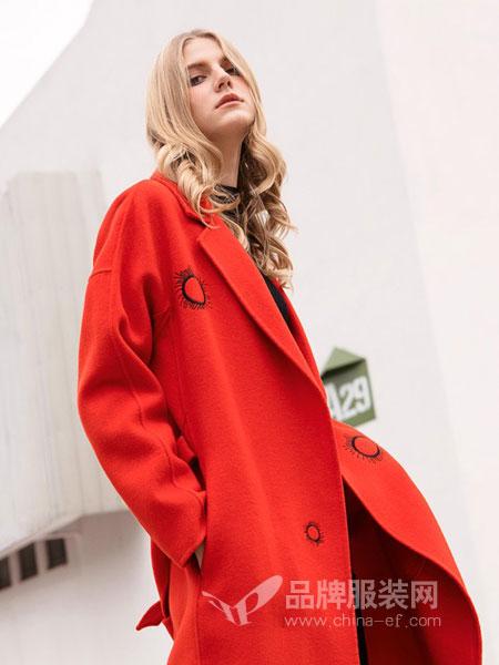 例格女装2018秋冬新品简约胸针装饰毛呢大衣女纯色中长款外套