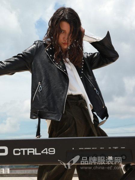 ik女装2018秋季珍珠铆钉黑色机车服真皮皮衣