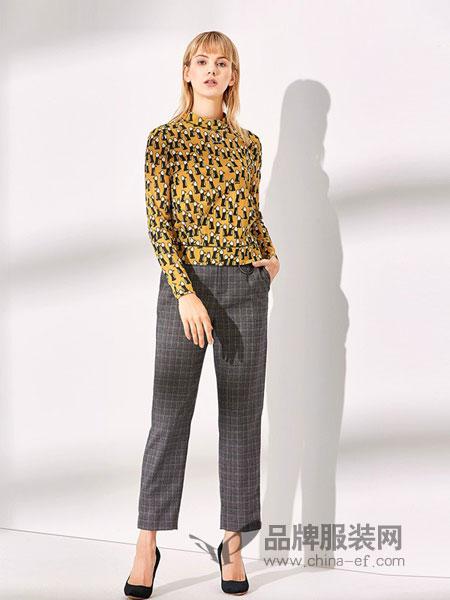 NAERSI(娜尔思)女装2018秋冬新款收腰趣味印花短款半高领上衣