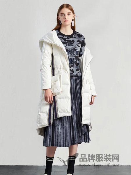 季歌品牌折扣女装女装2018冬季新款连帽韩版白鸭绒羽绒服修身