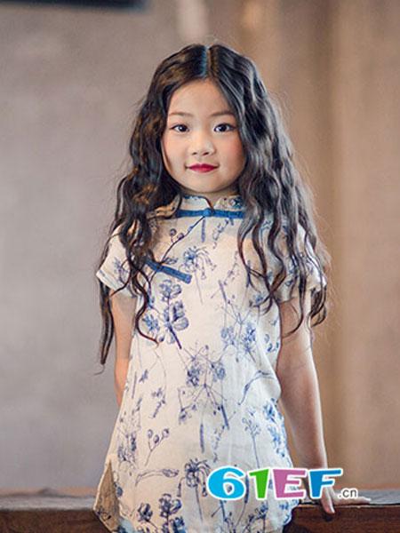安蒂宝贝童装儿童绣花古筝演出服中国风连衣裙