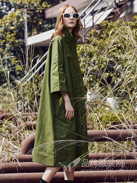 时尚自由点女装2018秋冬军绿色加绒保暖宽松棒球领长款外套