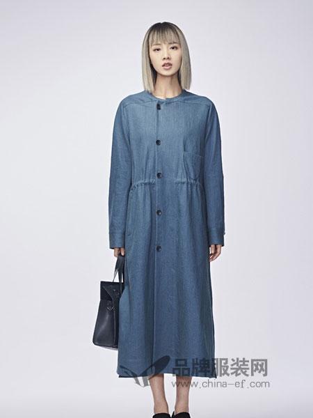 圣迪奥女装2018秋冬修身单排扣长袖圆领休闲牛仔连衣裙