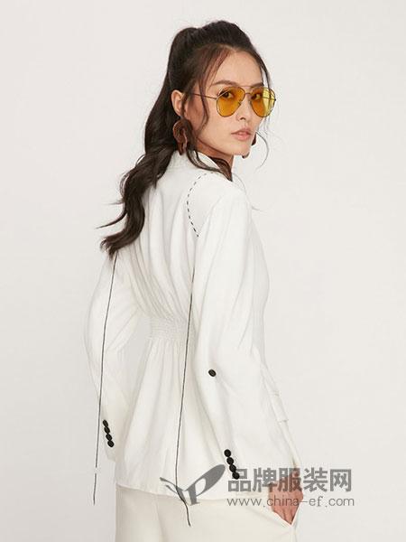 娜样女装2018秋冬新款女装白色收腰时尚休闲西装上衣