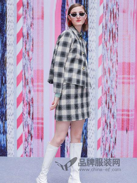 娜样女装2018秋冬格子时尚套装宽松长袖外套+高腰a字半身裙