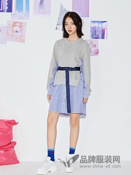 GCCG女装2018秋冬连衣裙时尚条纹拼接修身瘦圆领套头针织裙子女