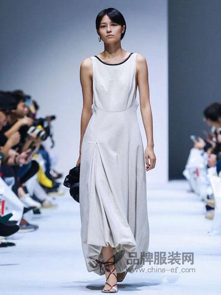 IMMI女装2019春夏无袖收腰修身显瘦气质连衣裙