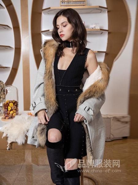 图案女装2018秋冬钉珠露背修身显瘦针织连衣裙