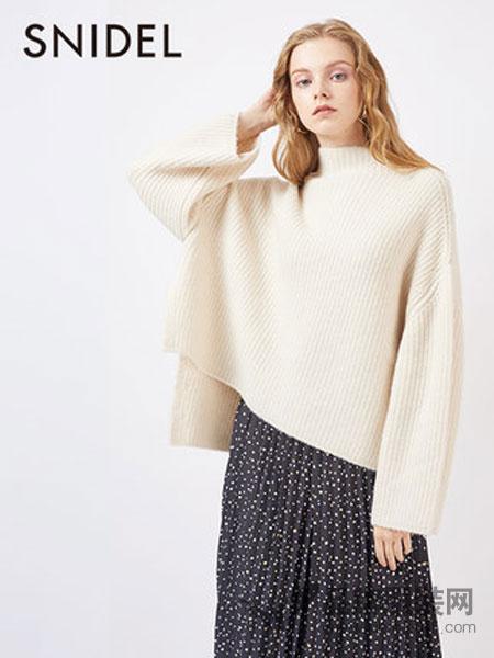 Snidel女装2018秋冬高领喇叭袖前短后长毛衣
