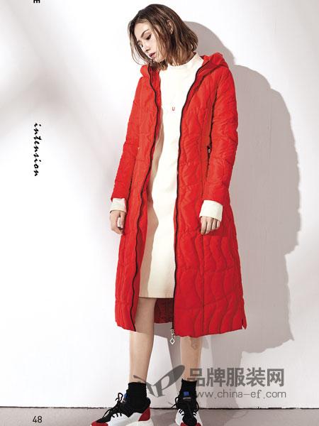 娅铂·周末女装2018秋冬新款简约红色连帽中长大衣
