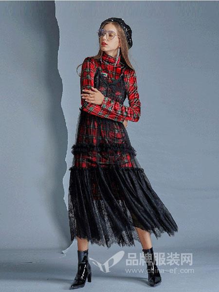 卡布依女装2018秋冬新品格子刺绣中长款连衣裙