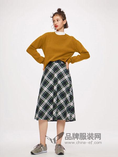 GU极优女装2018秋冬新款黄色圆领套头短款卫衣运动衫