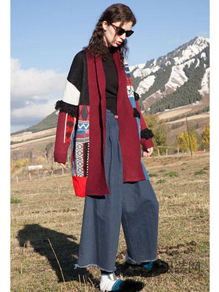 两三事女装2018秋冬复古撞色图案流苏毛衣外套