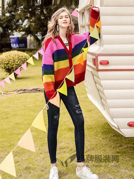 CXDTOP茜诗迪女装2018秋冬新款休闲时尚撞色彩虹条纹针织外套