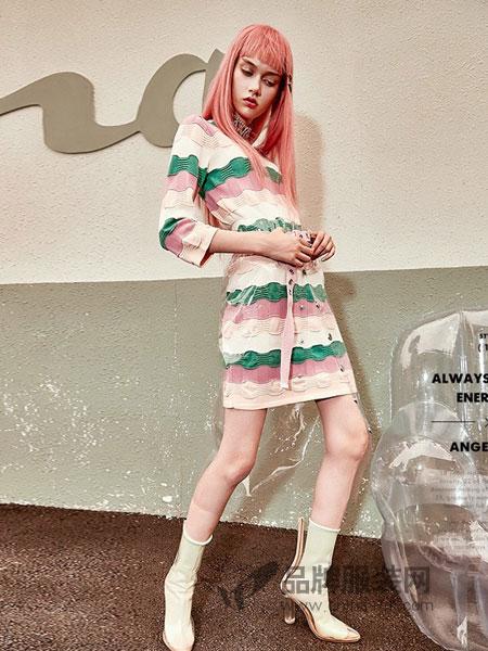 天使之城女装2018秋冬新款毛织中袖连衣裙花色条纹裙子