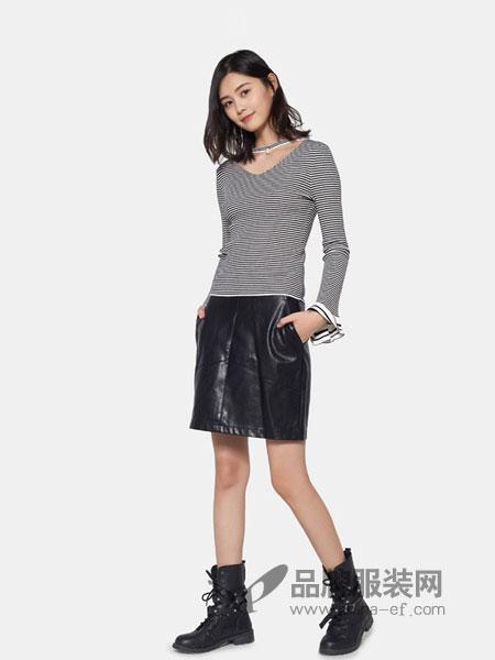 艾格周末女装2018秋冬新款百搭V领打底条纹针织衫上衣