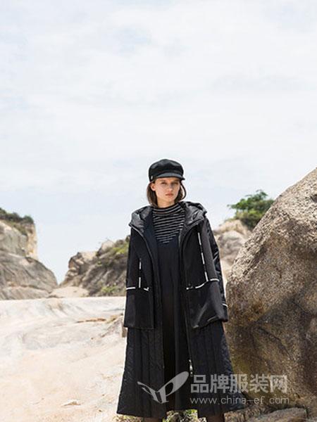 巴丽景女装2018秋冬中长款潮流黑色卡通修身连帽毛呢大衣