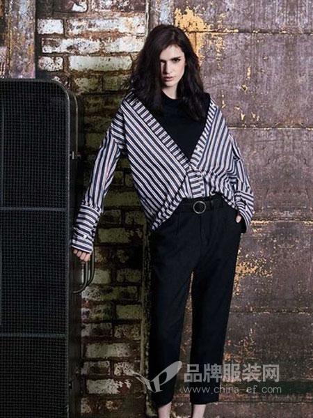 阿莱贝琳女装2018秋冬时尚复古撞色条纹宽松V领显瘦套头毛衣