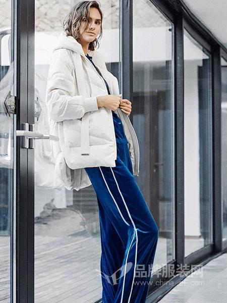 蜜古女装2018秋冬新款运动休闲两件套天鹅绒平绒时尚卫衣