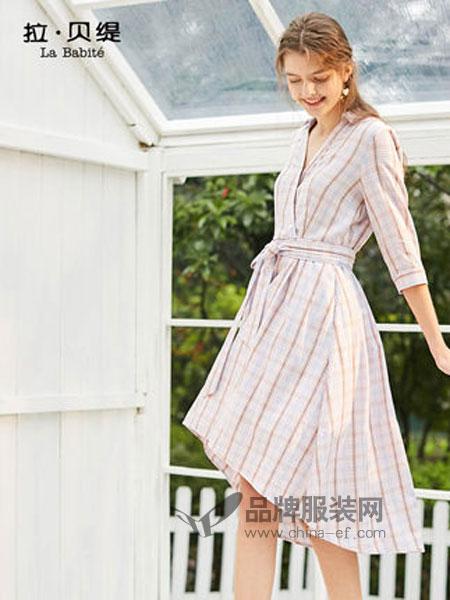 拉贝缇女装2019春季V领格纹收腰连衣裙