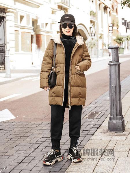 慕姗·诗怡女装品牌2018秋冬中长款宽松连帽加厚大毛领面包服纯色棉衣外套潮