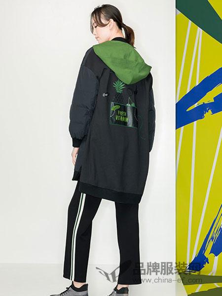 KAKO女装品牌2018冬季休闲韩版时尚潮流宽松带帽后背字母印花拼接外套潮