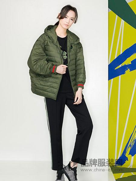 KAKO女装品牌2018冬季修身带帽纯色保暖短款棉服