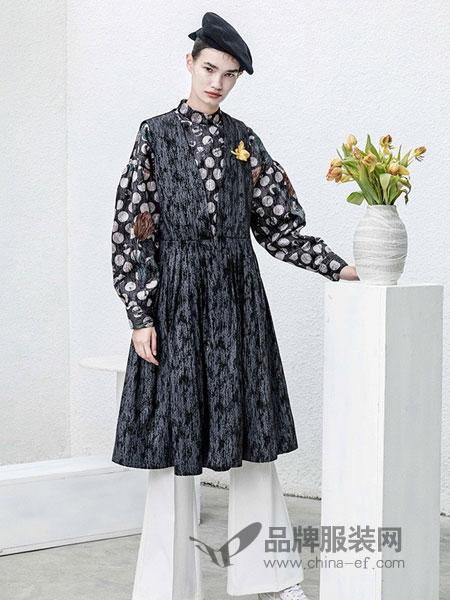 BAN XIAOXUE班晓雪女装品牌2018秋冬长袖印花刺绣连衣裙