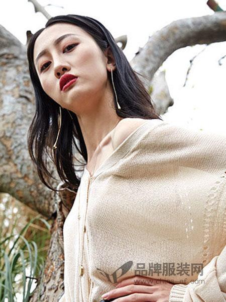 婕妮煕女装品牌2019春季一字领修身针织上衣