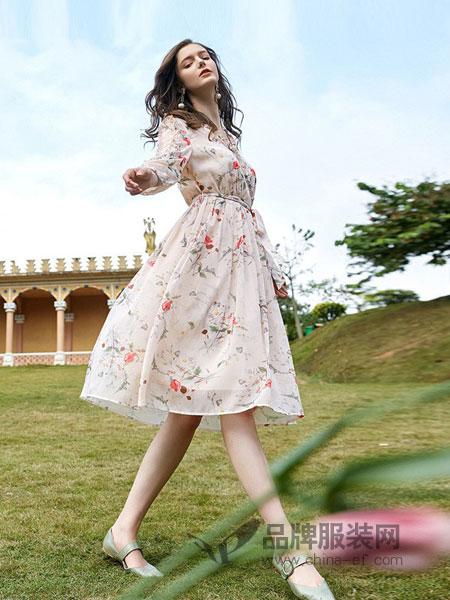 三彩女装女装品牌2018秋冬质淑女雪纺连衣裙