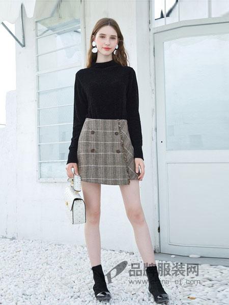 三彩女装女装品牌2018秋冬袖毛边丝绒上衣黑色修身显瘦打底衫