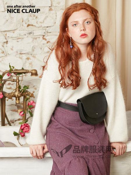 NICE CLAUP(奈思河)女装品牌2018冬季领口蕾丝长袖针织套衫