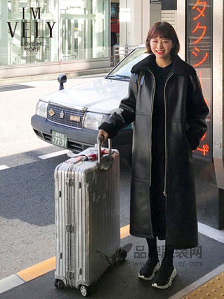 IMVELY女装品牌2018冬季人造长款翻毛皮休闲帅气外套夹克