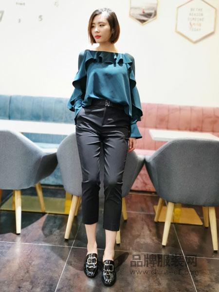埃迪拉女装品牌2019春夏一字领露肩荷叶边短袖雪纺衫上衣